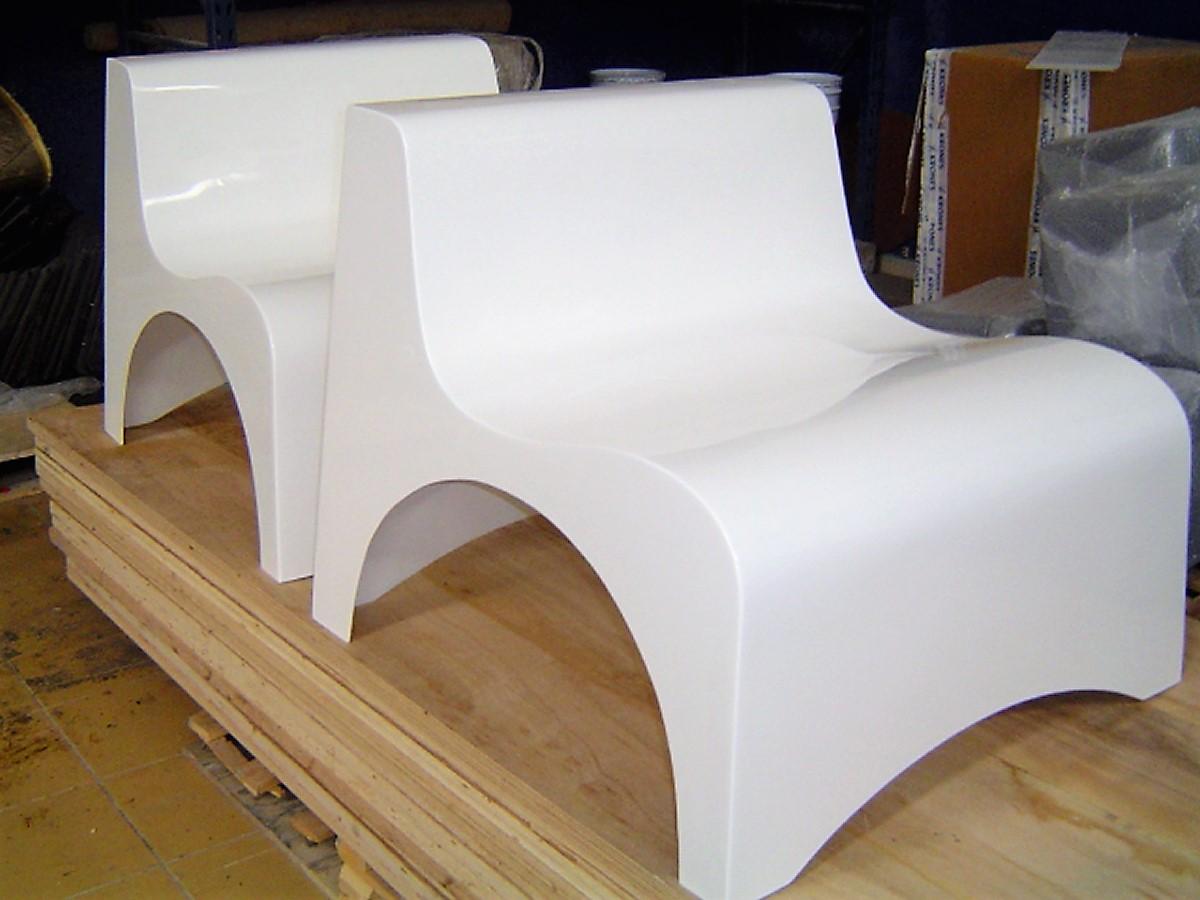 Chaise en fibre de verre